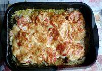 Фото к рецепту: Свинина с помидорами и сыром