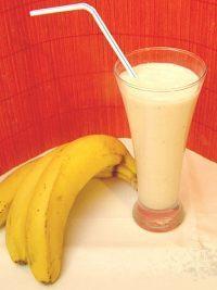 Фото к рецепту: Молочно-банановый коктейль «Сладкоежка»