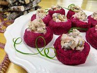 Фото к рецепту: Салат «Сельдь под шубой» в интересной подаче