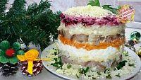 Фото к рецепту: Нежная «Селёдка под шубой» с яйцом и сыром
