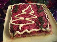 Фото к рецепту: Салат «Селёдка под шубой» с сыром