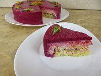 Фото к рецепту: Салат-торт «Селёдка под шубой» под свекольно-сырным муссом