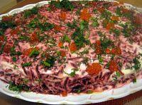 Фото к рецепту: Селедка под шубой с семгой и красной икрой