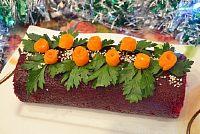Фото к рецепту: Рулет (салат) «Шуба» со скумбрией