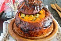Фото к рецепту: Свинина, запеченная в тыкве